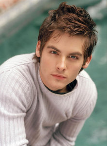 Kevin Zegers looks younger than 29 imo