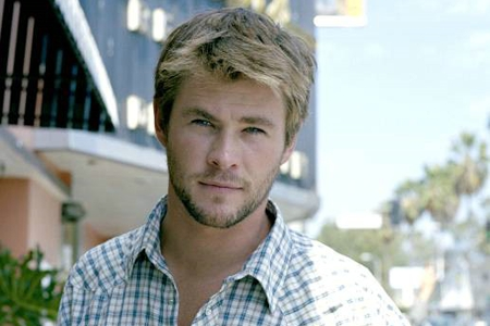 Chris Hemsworth,who is 30 years old.I thought he was slightly older than that,like 33<3