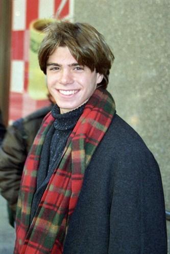 Matti wearing a scarf <333333