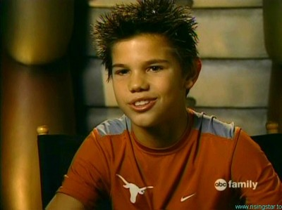 a young Taylor Lautner...awww how cute<3