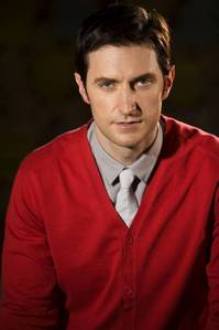 Richard Armitage looking sexy in red <3