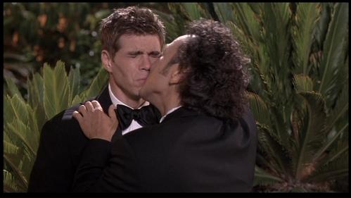 Matthew being kissed por Rob Schneider!! XD