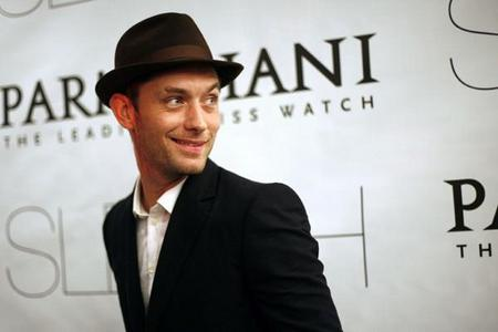 Jude Law wearing a hat <3