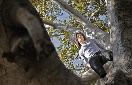 Ben Barnes in a árbol <3