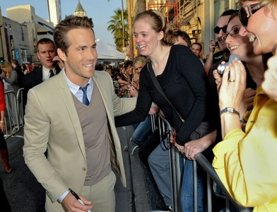 Ryan Reynolds greeting 粉丝