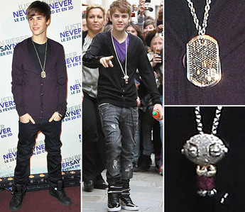 the Biebster wearing 2 different necklaces<3