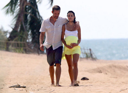 Paul and Jordana Brewster in Fast Five walking on the sand<3