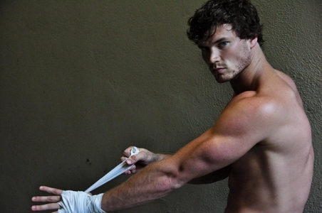 Derek Theler's muscles are so hot! <3