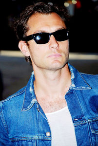 Jude Law looking hot in denim <3