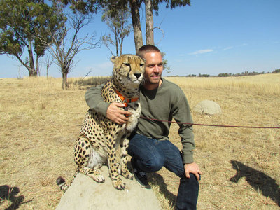 Paul with one of my fave animals,a cheetah.Fast and Furious meets faster and lebih furious<3