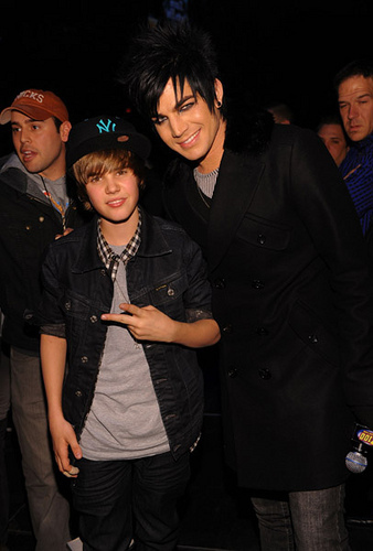 Justin with Adam Lambert and Scooter Braun!