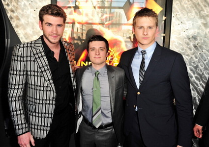 Liam Hemsworth, Josh Hutcherson & Alexander Ludwig from The Hunger Games. Poor Josh is so short! <3