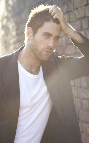 Oliver Jackson-Cohen with glowing hair <3