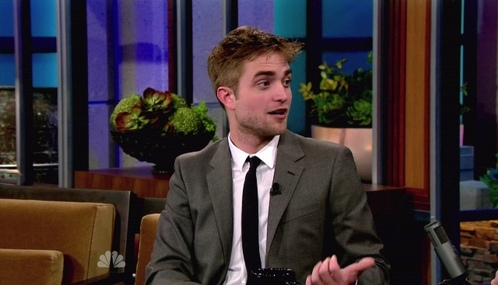 Robert on 어치, 제이 Leno with a microphone clipped to his jacket<3