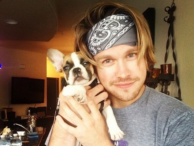 Chord looking adorable with his কুকুরছানা <3