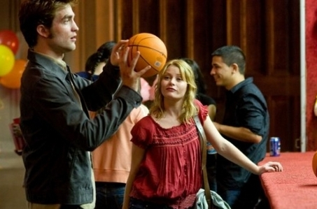 Robert holding a basketbol in a scene from Remember Me<3