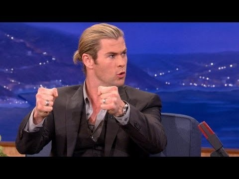 Chris Hemsworth and his sexy fists<3