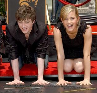 Daniel and Emma. They look so cute here <3