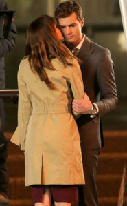 Jamie and Dakota together as they film a scene from Fifty Shades of Grey<3