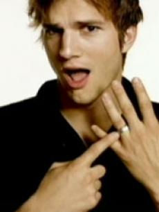 I like this pic of Ashton Kutcher <3