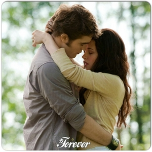 Robert holding Kristen in a scene from Eclipse<3
