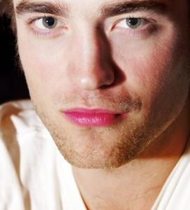 Pattinson's perfect گلابی lips<3