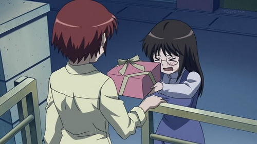Miyano giving Kosuda's sister Kazuki a Valentine's hari gift containing a cokelat cake that Miyano herself baked when this gift is actually supposed to be diberikan to and for Kosuda, her secret crush, in B Gata H Kei: Yamada's First Time