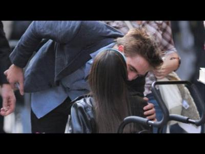 Robert being kissed on the cheek によって a fan<3