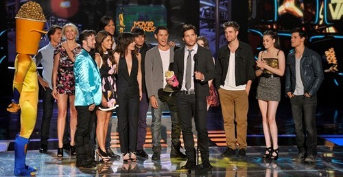 a Twilight cast pic from the 2010 mtv Movie Awards<3