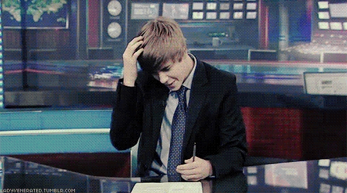 Justin fixing his hair<3