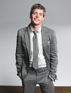 Hunter Parrish wearing a gray suit <3