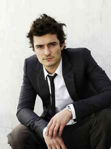 Orlando Bloom.I had such a longtime crush on him.I still think he's hot,but my 심장 now belongs to another British babe<3