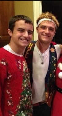 Josh Hutcherson & his brother at Christmas
