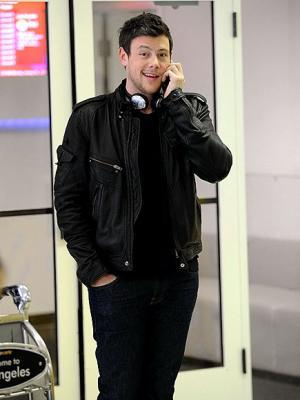 Cory Monteith on his cell phone <3