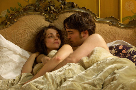 I would amor to trade places with Christina Ricci so I can be in cama with my British babe<3