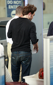 my sexy Robert from behind...and what a sexy behind he has<3