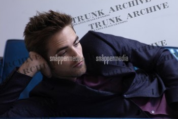 stupid f***ing watermarks!!!They're covering up Robert's gorgeous face<3