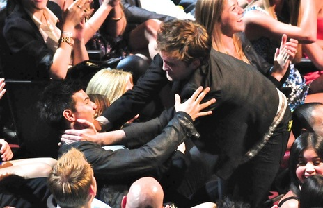 my handsome Robert and his Twilight co-star Taylor who he's about to give a Kiss to from the 2011 MTV Movie Awards<3