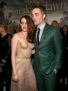Robert and Kristen at the BD 2 premiere<3