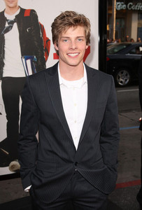 Hunter Parrish at the premier of 17 Again