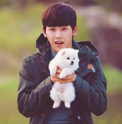 Hoya with Puppy~ [i]How cute is he??!! (And I mean Hoya)[/i]