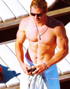 Chris Hemsworth is sexy and ripped<3