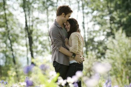Robert and Kristen,as Edward and Bella with trees in the background<3