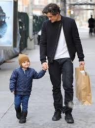 Orlando walking with his son. Cute! :)