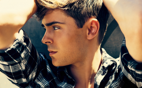 xoxo Zac he's so hot :)