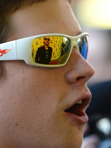 Jared Leto reflected in that dudes sunglasses<3