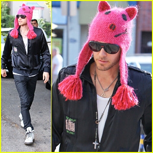 Jared wearing a funny kulay-rosas hat<3