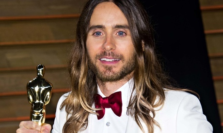 Jared looking proud of winning his Oscar and he deserves to be proud,because it took 20 years for Dallas Buyers Club to be made.Way to go,Jared!!!<3
