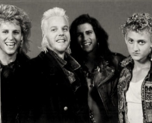 eh dont like them i do have a obsession with loki . and the 4 迷失 boys David <3 Paul <3 marko Dwayne <3