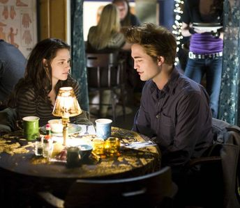 my 2 loves,Robert and Kristen at a meza, jedwali in a scene from Twilight<3